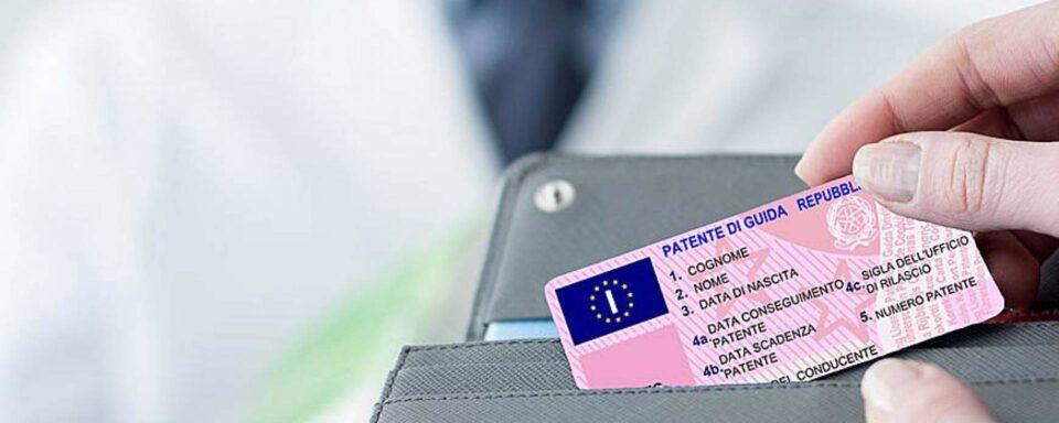 Possibile imbarcarsi sull'aereo solo con la patente di guida?
