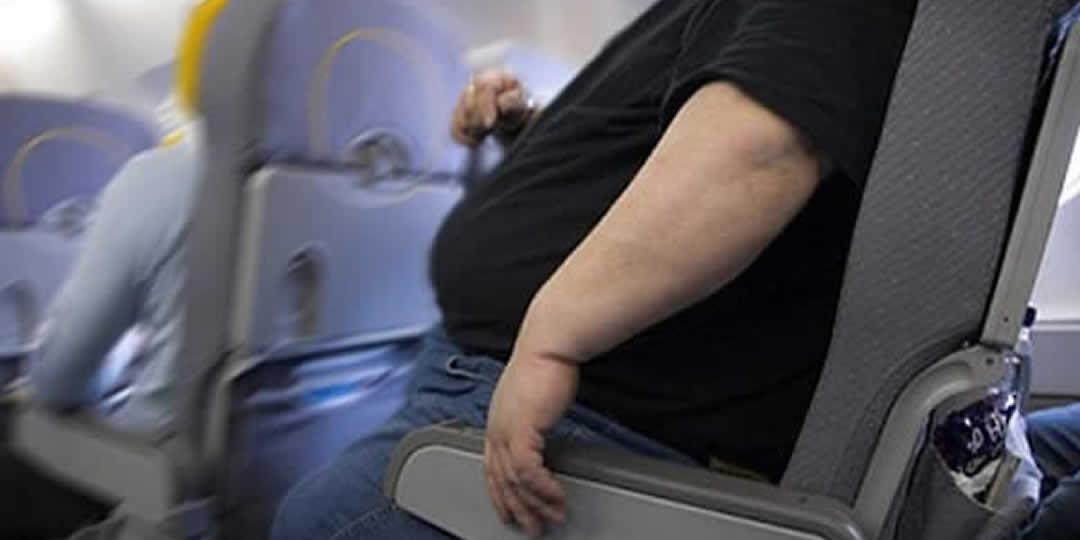 Se sei troppo grasso l'aereo non decolla