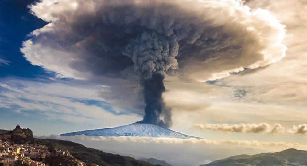 Eruzione Etna disagi aerei e voli cancellati del 26 gennaio – Diritto a rimborso